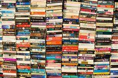 """Cerca de 380 expositores em 16 mil m² de feira, mais de 100 autores nacionais e internacionais, dos mais diversos estilos e gêneros literários, compõem a programação da Bienal do Livro 2013, que acontece de 8 a 17 de novembro, no centro de Convenções da Bahia. Confira os espaços: Café Literário Território jovem Mundo dos Livros...<br /><a class=""""more-link"""" href=""""https://catracalivre.com.br/salvador/agenda/barato/bienal-da-bahia-leva-mais-de-300-expositores-ao-centro-de-convencoes/"""">Continue…"""