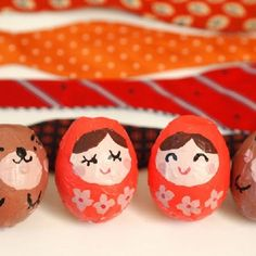 Elegant Eggshell Matryoshka Dolls: with the help of tissue paper and (surprisingly!) eggshells, these dolls will come to life! Paper Doll Template, Paper Dolls Printable, Cool Paper Crafts, Fun Crafts, Paper Crafting, Holiday Crafts, Holiday Ideas, Diy For Kids, Crafts For Kids