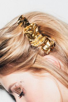 Pretty Hair Accessories That Look Amazing for the Holidays - Coveteur Holiday Hairstyles, Wedding Hairstyles, Pretty Hairstyles, Easy Hairstyles, Natural Hair Care, Natural Hair Styles, Fondant Wedding Cakes, Cake Fondant, Hair Growth Shampoo