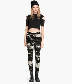 Jersey leggings with a print pattern and an elasticated waist.
