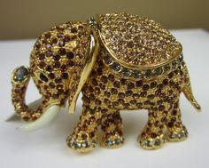 Ciner elephant pin