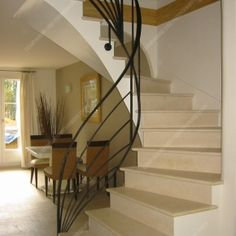 Rampes d'escalier modernes Black Stair Railing, Balcony Railing, Home Stairs Design, Railing Design, Balustrade Inox, Escalier Design, Open Stairs, Beautiful Houses Interior, Banisters