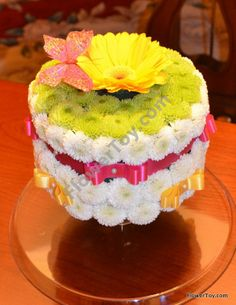 Daisy Cake. Cake made from fresh flowers.