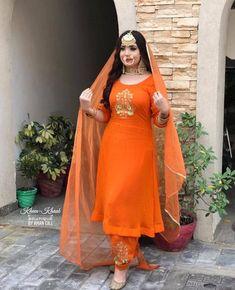 Bridal Suits Punjabi, Punjabi Suits Party Wear, Party Wear Indian Dresses, Designer Party Wear Dresses, Indian Bridal Outfits, Dress Indian Style, Indian Fashion Dresses, New Punjabi Suit, Punjabi Salwar Suits