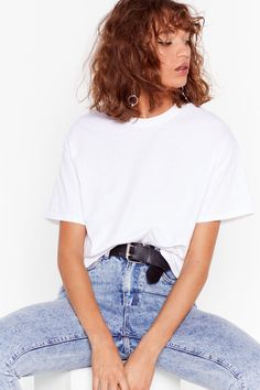 Face the Facts Basic Relaxed Tee Curly Bangs, Curly Hair Styles, Shoulder Length Hair Fringe, Chin Length Bob, New Hair Do, Grunge Hair, Hairstyles With Bangs, Woman Face, Nasty Gal