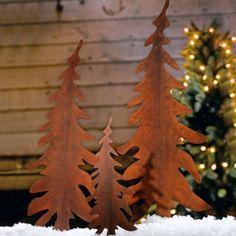 Diese Tannenbaum-Stecker aus Metall zeichnen sich durch ihr rostig-rustikales Aussehen aus. Sie geben Vorgärten und Beeteinfassungen ein winterliches Ambiente. https://www.plus.de/p-1070285000?RefID=SOC_pn
