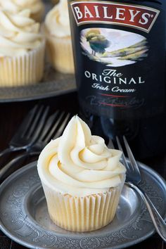 These Baileys cupcakes are so simple to make theres really no excuse not to. Perfect topped with Baileys buttercream and perhaps a hidden Baileys truffle centre too! Perfect Cupcake Recipe, Cupcake Recipes, Cupcake Cakes, Dessert Recipes, Buttercream Cupcakes, Rose Cupcake, Köstliche Desserts, Delicious Desserts, Bailey Truffles