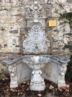 """Tarihi çeşme/Ihlamur Kasrı/Beşiktaş/İstanbul/// Ihlamur Kasrı Beşiktaş ve Nişantaşı arasındaki vadide yer alan Ihlamur Mesiresi'ndeki kasırdır. Buraya Abdülmecit tarafından Nigoğos Balyan'a """"Merasim Köşkü"""" ile """"Maiyet Köşkü"""" olarak adlandırılan iki kasır yaptırılmıştır. Turkish Architecture, Art And Architecture, Ottoman Empire, Water Features, Art History, Istanbul, Fountain, Outdoor Decor, Beautiful"""