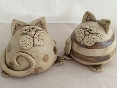 Fantastic Photographs coil Ceramics projects Tips Workshop Katze Pottery Animals, Ceramic Animals, Clay Animals, Clay Art Projects, Ceramics Projects, Pottery Courses, Clay Cats, Pottery Store, Pottery Tools