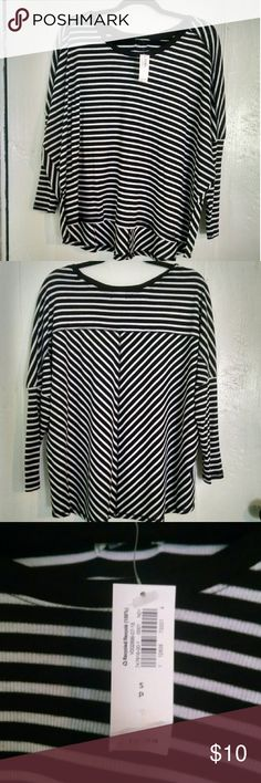 NWT old navy black and white stripe long sleeve NWT old navy black and white stripe tshirt size small Old Navy Tops Tees - Long Sleeve