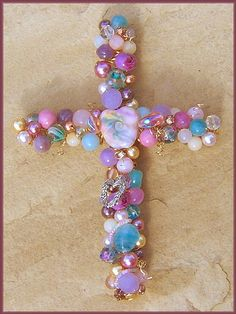6 inch beaded wire Wall Cross inspiration Wire Crosses, Mosaic Crosses, Crosses Decor, Cross Jewelry, Jewelry Tree, Wire Jewelry, Beaded Jewelry, Old Jewelry Crafts, Victorian Christmas Decorations