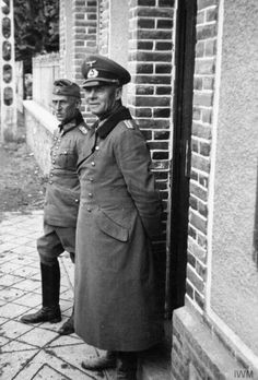 """ German General Erwin Rommel arrives in Tripoli to take command of the newly formed Afrika Korps. Military Love, Army Love, Military Art, Erwin Rommel, Field Marshal, Afrika Korps, German Army, Panzer, Vietnam War"
