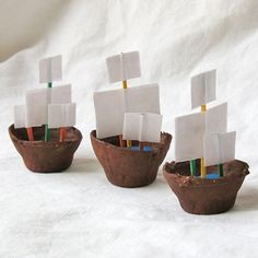 Pirate Day Egg-carton boats - 3 cardboard egg cups - Brown acrylic craft paint - Paintbrush - ¼ cup modeling clay or play dough - 6 toothpicks - 1 sheet white paper - Scissors - White craft glue. Jaime says: these float good! Kids Crafts, Glue Crafts, Craft Projects, Arts And Crafts, Preschool Crafts, Easy Crafts, Pirate Ship Craft, Pirate Crafts, Pirate Ships