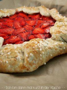 Ich bin dann mal kurz in der Küche: {Food Challenge} Mit uns beginnt die Erdbeersaison aardbeien galette