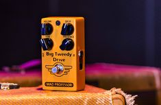 Like the big vintage tweed amps, the Big Tweedy Drive has the same tactile dynamics and touch sensitivity players are raving about: adjust the amount of gain with your picking attack or the guitar volume. This makes the pedal fit into a surprisingly broad range of genres: jazz, blues, rockabilly, country and rock ́n ́roll. Boost Pedal, Mad Professor, Guitar Pedals, Nintendo Wii Controller, Cool Guitar, Big, Jazz Blues, Sensitivity, Pink Floyd