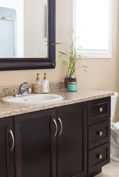 Merveilleux Guest Bath   Dark Brown Cabinets With A Granite Countertop Beautifully  Accessorized