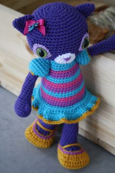 No patterns - free or otherwise but too cute not to pin -- Hilda - amigurumi cat