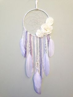 White flower dream catcher by Inspired Soul Shop on Etsy. Dreamcatcher decor is beautiful for any bedroom, nursery or living space. Dreamcatcher Details// diameter The dream catcher colors are white, ivory and gray and mauve accents. Dreamcatchers, Diy Lace Dreamcatcher, Diy And Crafts, Arts And Crafts, Creation Deco, Mobiles, Wind Chimes, Craft Projects, Etsy