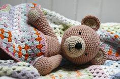 Cuteness!! amigurumi teddy bearbyMarianneSvia Flickr. No pattern, just inspiration.
