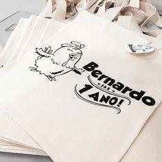 Olha que lindas essas sacolinhas personalizadas para o aniversário do Bernardo!! Fazemos personalização também 😄  #personalizados #sacolaspersonalizadas #galinhapintadinha #festa #infantil #crianças #eco