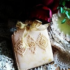 Stenciled gold and piped lace by Teri Pringle Wood, posted on Cookie Connection