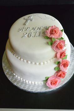 Kerroskakku rippijuhliin. Ystävän tyttären toiveiden mukaan tehty kakku/Celebration Treats 4U