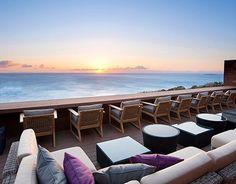 """開放的な空間、テラス、オーシャンビューに露天風呂…。それが全部詰まった、夢のようなホテルステイができる熱海にある""""ATAMIせかいえ""""を知っていますか?素敵で、思わず感動してしまいそうになるくらい美しい景色を望めるこのホテルは、一度泊まってみる価値ありですよ!(※掲載されている情報は2018年4月に更新したものです。必ず事前にお調べ下さい。) Street Furniture, Bar Furniture, Outdoor Furniture Sets, Furniture Design, Outdoor Sofa, Outdoor Living, Outdoor Decor, Beautiful Places In Japan, Bar Interior Design"""