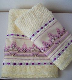 1 million+ Stunning Free Images to Use Anywhere Swedish Embroidery, Towel Embroidery, Ribbon Embroidery, Embroidery Stitches, Huck Towels, Swedish Weaving Patterns, Chicken Scratch Embroidery, Monks Cloth, Yarn Thread