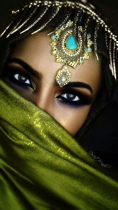 Image about beautiful in Eyes😎 by on We Heart It Arabian Makeup, Arabian Beauty, Beautiful Eyes, Beautiful People, Amazing Eyes, Pretty Eyes, Beautiful Pictures, Beautiful Clothes, Beautiful Things