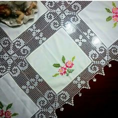 Elegant Filet Crochet Tablecloth For Crochet Tablecloth Pattern, Floral Tablecloth, Crochet Motifs, Crochet Borders, Crochet Doilies, Hand Crochet, Crochet Lace, Crochet Patterns, Crochet Cushion Cover