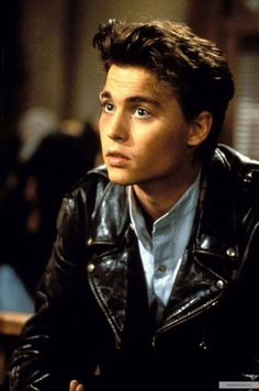 Johnny started the TV Show 21 Jump Street in 1987 after doing a few movies, he was did not like what was happening with the show and was able to get out of contract to go back to making movies. Johnny And Winona, Young Johnny Depp, Johnny Depp Movies, Marlon Brando, John Depp, 21 Jump Street, Image Film, Z Cam, Film Serie