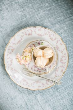 We LOVE pretty in pink tea parties! Nothing better than vintage china! Dixie Does Vintage