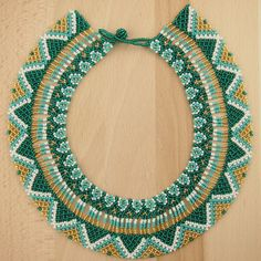 Collier perles OKAMA BLEU EMERAUDE latino. Bijoux fait main ethnique chic. Seed Bead Necklace, Beaded Necklace, Crochet Earrings, Pearl Necklace, Handmade Beads, Handmade Jewelry, Netted Bracelet, Collier Turquoise, Mexican Jewelry
