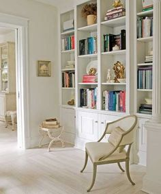 Home library. White, built-in bookcases to the ceiling. Lots of books, but this looks so light, so airy. from Traditional Home. (built in bookcase with cupboards) Ikea Billy Bookcase, Built In Bookcase, Bookcases, White Bookshelves, Bookcase Styling, White Shelves, Open Shelves, Home Library Design, House Design