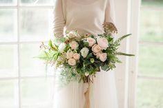 Wedding bouquet  I  Petra Veikkola Photography  Florals and styling: @heylook Fashion styling: Paula Jaako #oitbacka #hääkuvaus #weddings