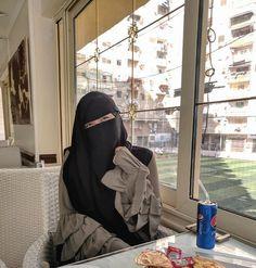 Hijab Niqab, Mode Hijab, Hijab Outfit, Stylish Hijab, Hijab Chic, Hijabi Girl, Girl Hijab, Beautiful Muslim Women, Beautiful Hijab