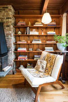 Drop the Paint Brush: Wood Paneling is Officially Cool Again — Rooms That Get It Right Knotty Pine Decor, Knotty Pine Walls, Knotty Pine Kitchen, Knotty Pine Paneling, Painting Wood Paneling, Wood Paneling Decor, Wood Paneling Makeover, Paneling Walls, Living Room Decor