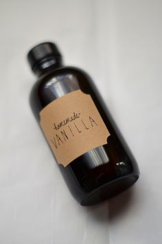 Calling all bakers! Homemade vanilla extract makes a fantastic gift, and it's so simple!