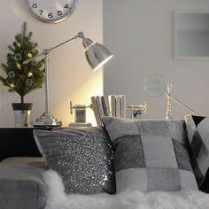 tuuliさんの、クリスマス,IKEA,デスクランプ,テーブルランプ,クッション,ソファー,リビング,白黒グレー,MONOTONE,モノトーン,白黒,のお部屋写真