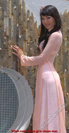 Nữ sinh và tà áo dài siêu mỏng