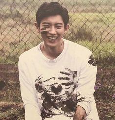 A muddy but happy Chanyeol Chanbaek, Baekyeol, Exo Ot12, Baekhyun, Park Chanyeol Exo, Exo K, Exo Dear Happiness, Exo Lockscreen, Kim Minseok