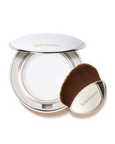Sulwhasoo Powder for Cushion This powder is formulated with fine loose powder particles, developed with special engineering unique to Sulwhasoo. The powder applies without clumping, and help cushion wear to remain fresh for a long time. It smoothes the appearance of rough skin texture. Formula contains beta-glucan compound that hydrates the skin and creates a breathable layer.