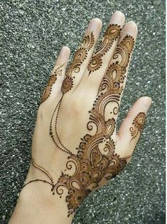 Chand Rat Simple Mehndi Designs For Hands In Pakistan, The Event Of Pakistani Muslim is Coming. This event is Eid-ul-fiter. At this event, all Youngster wants to Draw the Beautiful Simple Mehndi Designs On their Hand at the Chand Rat. Finger Henna Designs, Henna Art Designs, Mehndi Designs For Girls, Mehndi Designs For Beginners, Modern Mehndi Designs, Dulhan Mehndi Designs, Mehndi Design Pictures, Mehndi Designs For Fingers, Beautiful Mehndi Design