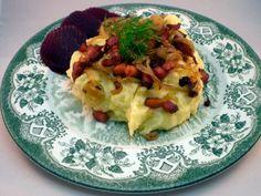Brændende kærlighed er en dansk ret, der består af kartoffelmos, stegte bacon- eller flæsketern – gerne røget – og løg. Og en masse smør - MUMS :-)