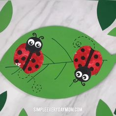 Bug Craft For Kids This apple stamp ladybug craft is a fun art project for toddlers, preschool and kindergarten children. Toddler Art Projects, Cool Art Projects, Toddler Crafts, Projects For Kids, Bee Crafts For Kids, Fun Crafts, Art For Kids, Craft Kids, Stick Crafts