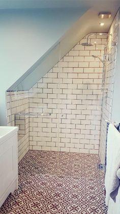 Simple And Small Attic Bathroom Design Ideas 33 Small Attic Bathroom, Attic Bedroom Small, Loft Bathroom, Attic Bedrooms, Upstairs Bathrooms, Attic Spaces, Attic Shower, Attic Renovation, Attic Remodel