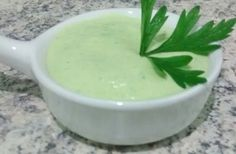 Molho verde para sanduíches I Love Food, Good Food, Sauces, Food Plus, Portuguese Recipes, Homemade Sauce, Antipasto, Easy Cooking, Sauce Recipes