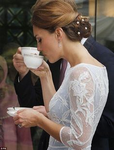 Kate wears blue lace #Temperley dress and #pearls in the hair