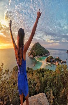 Koh Nang Yuan is a small island about minute long tail boat ride from Koh Tao, at the Central Gulf Coast of Southern Thailand. Backpacking Asia, Travel Organization, Krabi, Koh Tao, Small Island, Beach Pictures, Thailand Travel, Nice View, Southeast Asia