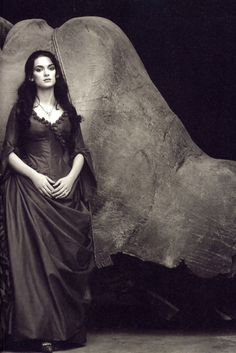 Winona Rynder as Mina - on the set of Bram Stokers Dracula